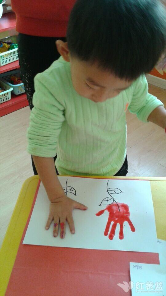 漂亮的小手會畫畫
