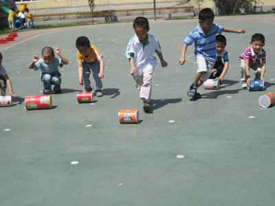 幼儿园新添多种自制户外玩具