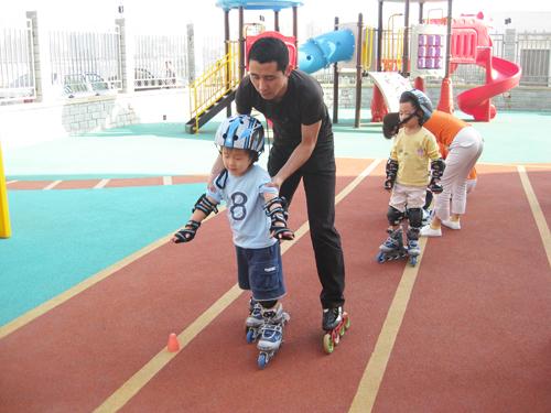 几岁的宝宝可以学轮滑