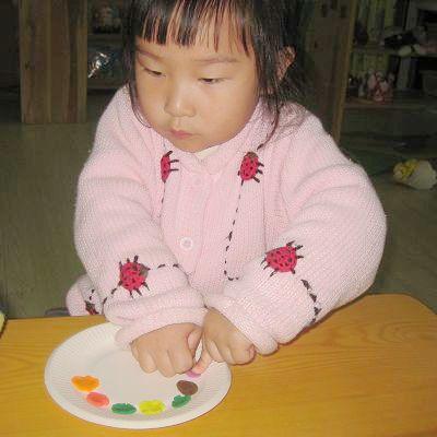 为白色的盘子装点出漂亮的花纹!