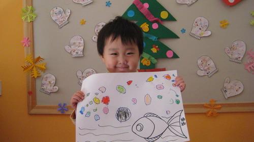 粉一班绘画作品——可爱的小鱼吐泡泡