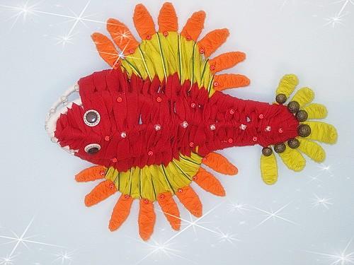 用废旧材料做海底动物