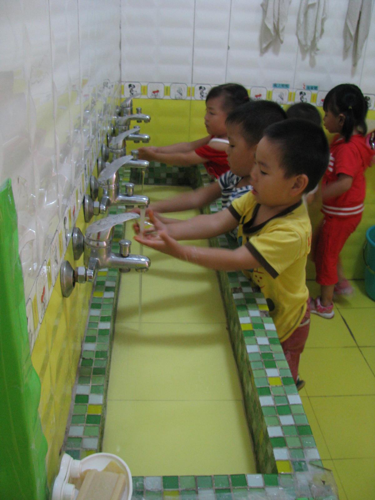 长大了我们自己洗手