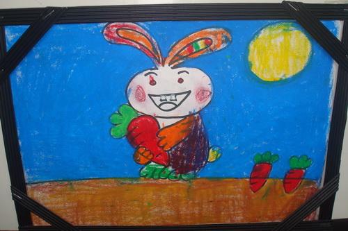 收获萝卜的小兔子图片
