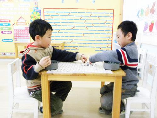 儿童下围棋图片