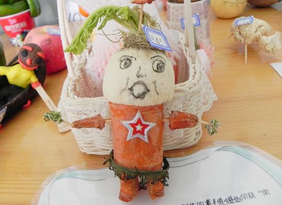 材料:白萝卜,胡萝卜,牙签图片