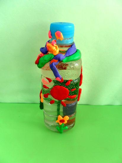 孩子们喝过的酸奶盒儿和矿泉水瓶,让孩子 和家长一起制作环保手工娃娃图片