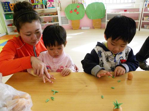 幼儿园手工制作手工制作菠萝贴纸