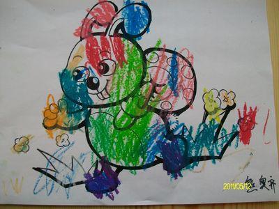 画了一只彩色的小白兔,嘻嘻-半日班宝宝的小兔子