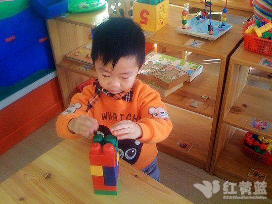 教师自制动手动脑的益智玩具等