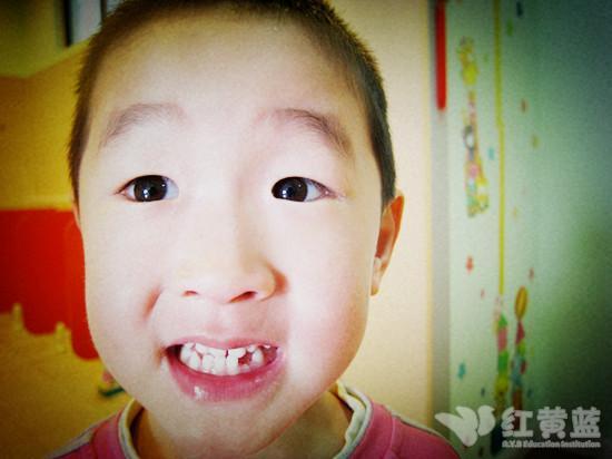 露出我的小白牙