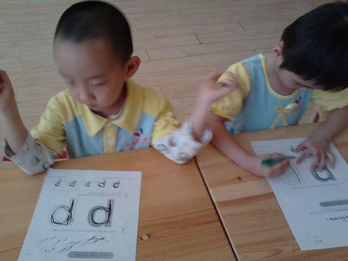 练习书写英语字母 国际班