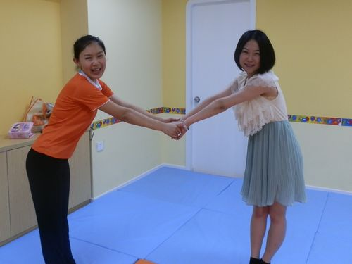 这俩位美女老师太会摆pose啦