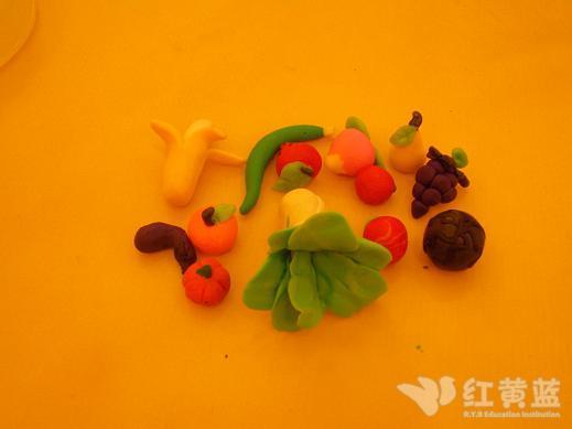 陶泥作品:水果和蔬菜宝宝