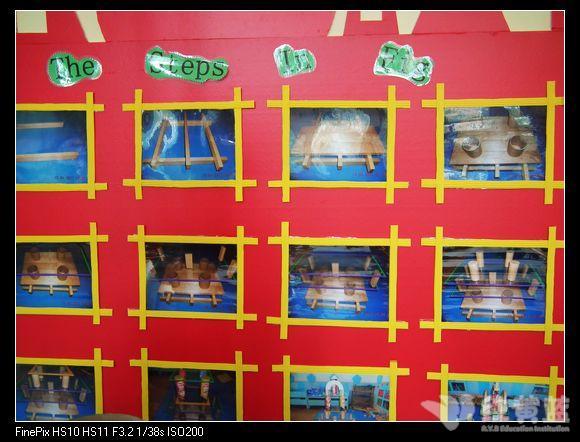 幼儿园的快乐生活  小朋友们一起动手在建构区里搭建