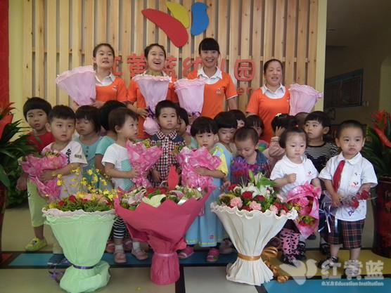 红黄蓝新发地幼儿园教师节留影