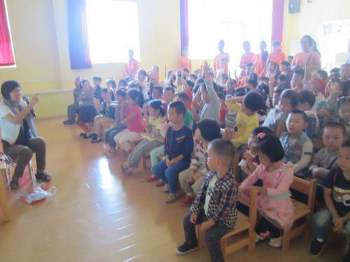 红黄蓝警苑幼儿园家长执教《秋季保健》