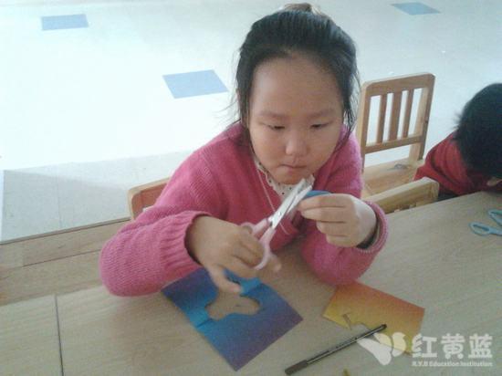 剪纸教学步骤四个孩子