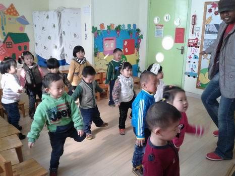 青岛红黄蓝春之都幼儿园---英语互动课堂