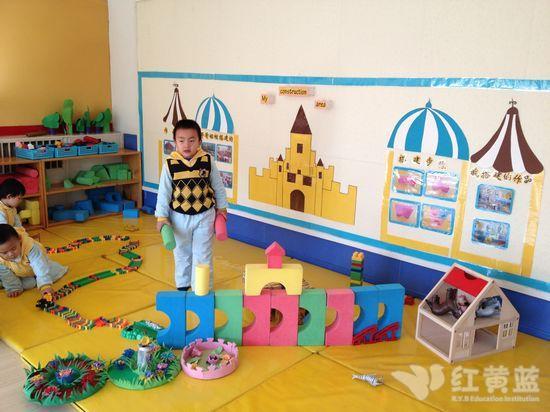 幼儿园城堡搭建图片; 建构进区规则图示;