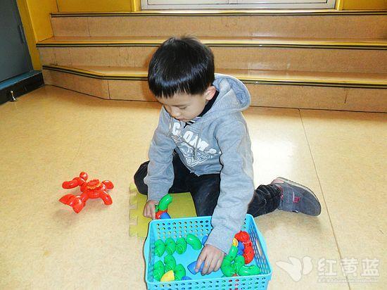 幼儿小手穿线玩具