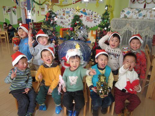 红黄蓝金日紫都幼儿园圣诞节---红三班
