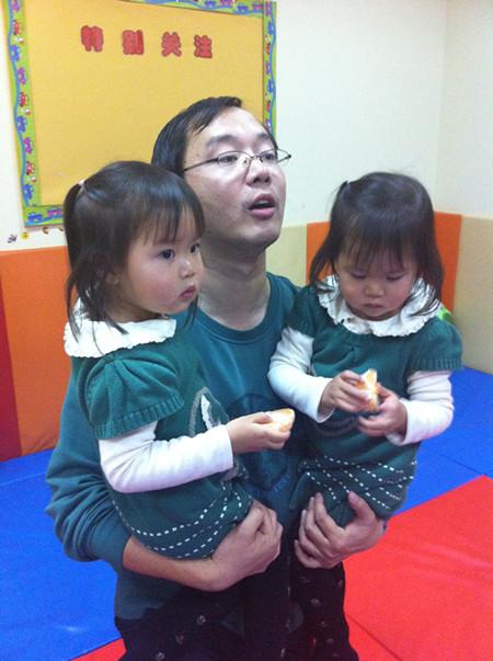 两个可爱的双胞胎女儿!