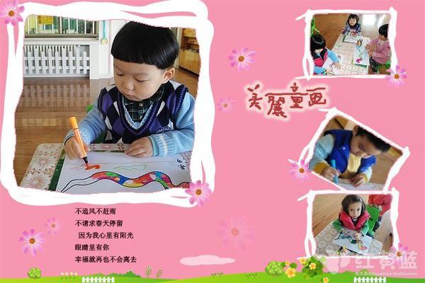 正在用自己的画笔画出五彩的蛇-用灵巧的双手,为新年送上祝福