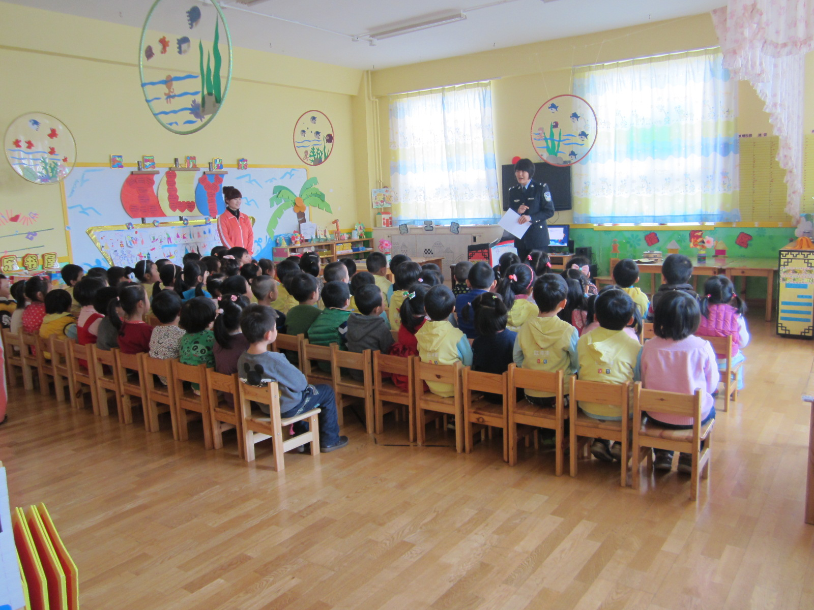 青岛红黄蓝万福幼儿园——中班家长执教