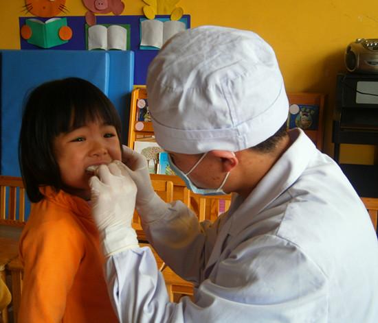 牙齿,涂氟防龋 _ 红黄蓝|早教|早教中心