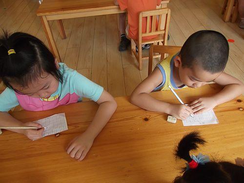 练习写字喽 _ 红黄蓝|早教|早教中心