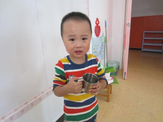 第一次在幼儿园与小朋友一起喝水