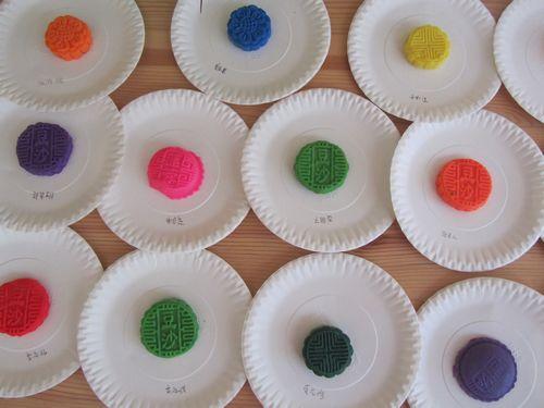 幼儿绘画月饼; 橡皮泥制作月饼图片;