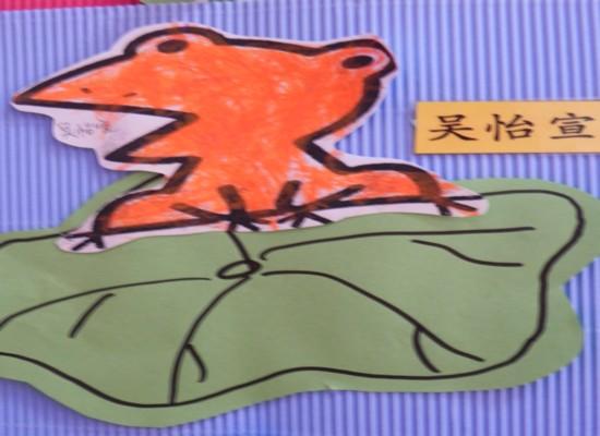 小青蛙正蹲在荷叶上唱歌仿写句子
