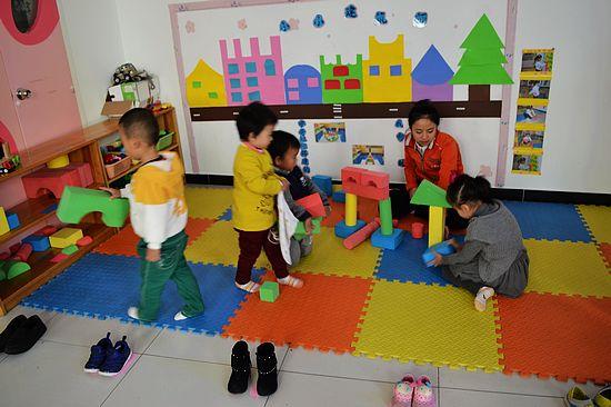 积木搭搭搭 _ 红黄蓝|早教|早教中心