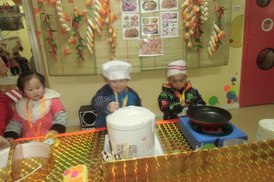 红黄蓝幼儿园小吃店开张啦