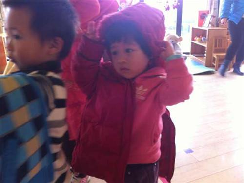 穿衣服大赛 _ 红黄蓝|早教|早教中心