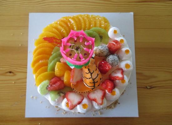 好看的生日蛋糕,还有一只可爱的小老虎呢