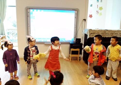 模仿小动物走路 _ 红黄蓝|早教|早教中心