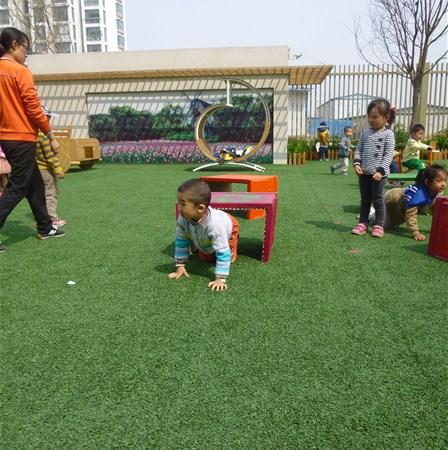 幼儿户外活动中低结构材料投放