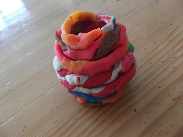 幼儿园橡皮泥花瓶手工制作