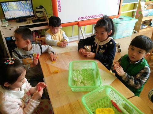 幼儿园塑料瓶手工制作花瓶大全