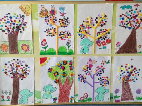 孩子们用各种材料按照自己的意愿装饰自己的作品,转眼间扣子