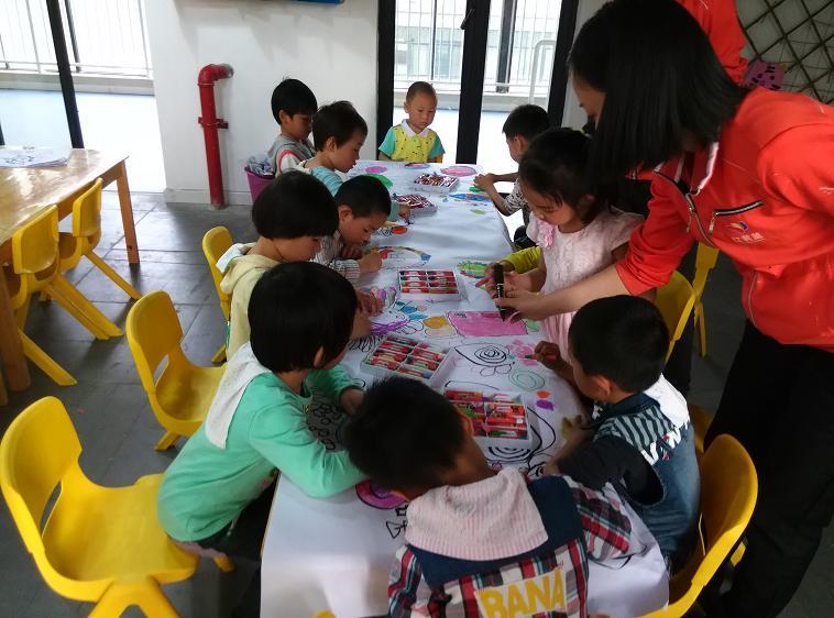 美术兴趣班 _ 红黄蓝|早教|早教中心图片