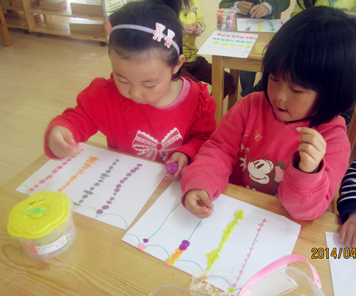 红黄蓝金日紫都幼儿园--小动物的小门帘