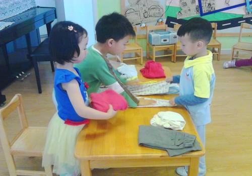 第二组小朋友整理好衣服了