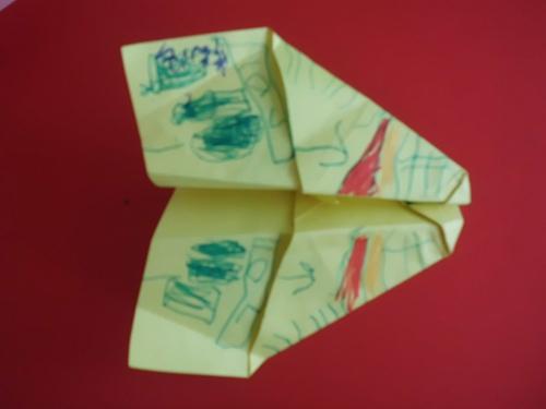 折纸——纸飞机 _ 红黄蓝|早教|早教中心