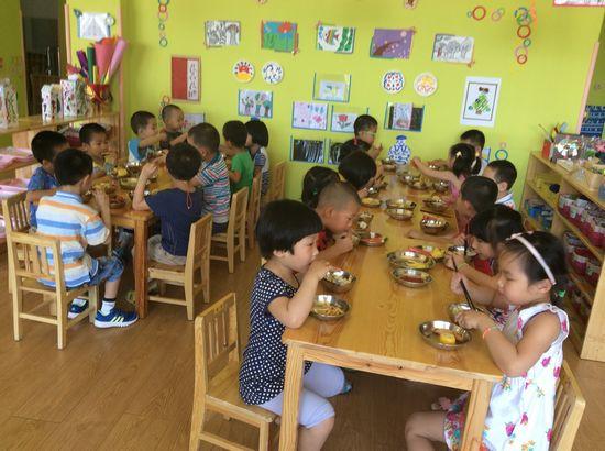 幼儿园的自助餐