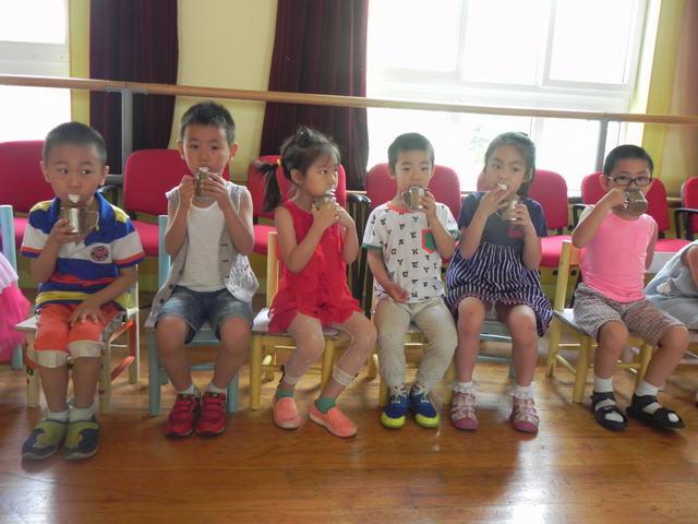 幼儿体检——牙齿涂氟