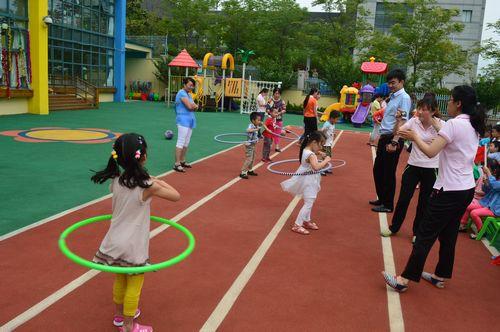 幼儿园体育节跳绳,转呼啦圈